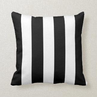 Modelo blanco negro moderno de las rayas cojín decorativo