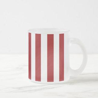 Modelo blanco rojo de las rayas tazas de café