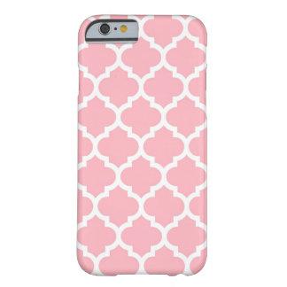 Modelo blanco rosado #5 de Quatrefoil del marroquí Funda De iPhone 6 Barely There