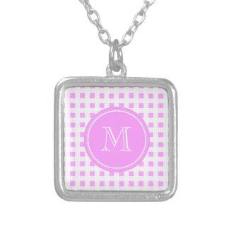 Modelo blanco rosado de la guinga su monograma pendiente personalizado