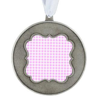 Modelo blanco rosado de la guinga, su monograma adorno ondulado