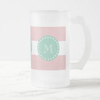 Modelo blanco rosado de las rayas, monograma de la tazas