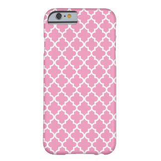 Modelo blanco rosado de Quatrefoil del marroquí Funda De iPhone 6 Barely There