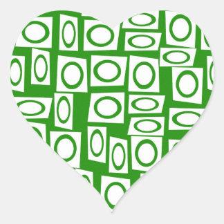 Modelo blanco verde loco del cuadrado del círculo pegatina en forma de corazón