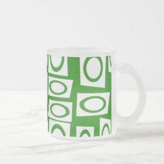 Modelo blanco verde loco del cuadrado del círculo taza de cristal