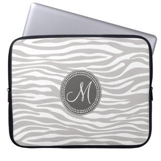 Modelo blanco y gris del monograma de la cebra funda portátil
