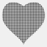 Modelo blanco y negro de Houndstooth Pegatina En Forma De Corazón