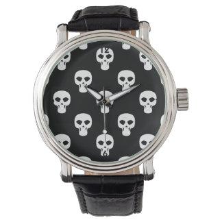 Modelo blanco y negro de los cráneos relojes de pulsera