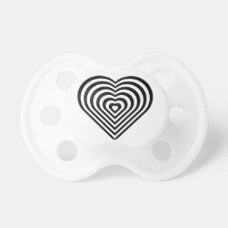Modelo blanco y negro del corazón chupetes de bebe