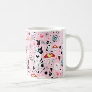 Modelo blanco y negro del gato para los amantes taza de café
