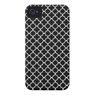 Modelo blanco y negro del trébol de Quatrefoil Case-Mate iPhone 4 Protectores