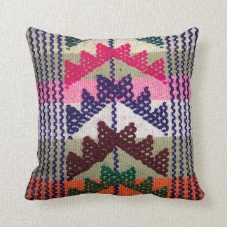 Modelo bordado vintage almohada