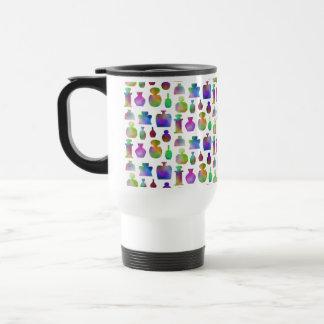 Modelo brillante y colorido de las botellas de per taza de café