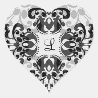 Modelo caleidoscópico del damasco en negro y gris pegatina en forma de corazón