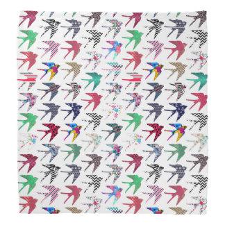 Modelo caprichoso colorido de los pájaros del bandanas