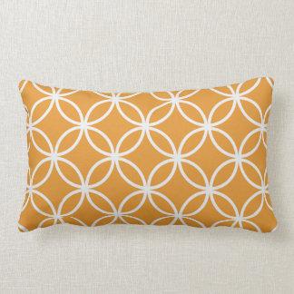 Modelo circular anaranjado almohadas