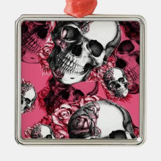 Modelo color de rosa rosado del cráneo adorno navideño cuadrado de metal