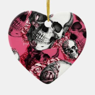 Modelo color de rosa rosado del cráneo adorno navideño de cerámica en forma de corazón