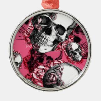 Modelo color de rosa rosado del cráneo adorno navideño redondo de metal