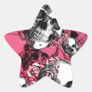 Modelo color de rosa rosado del cráneo pegatina en forma de estrella