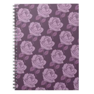 Modelo color de rosa rosado en ciruelo libros de apuntes