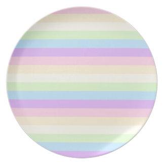 Modelo coloreado arco iris en colores pastel de la platos de comidas