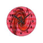 Modelo coloreado rosado reloj redondo mediano