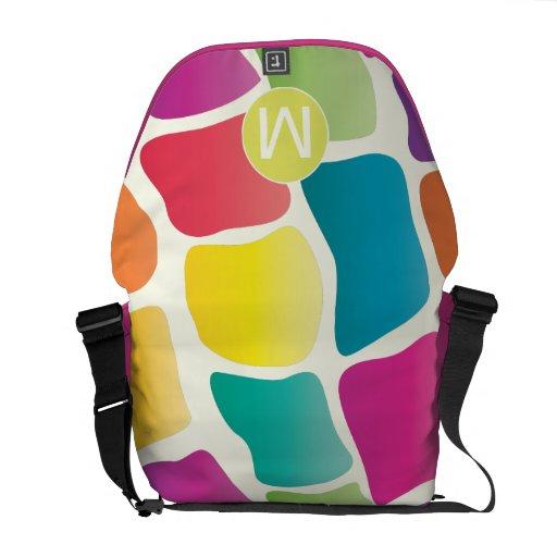 Modelo colorido brillante de la jirafa del monogra bolsas de mensajeria