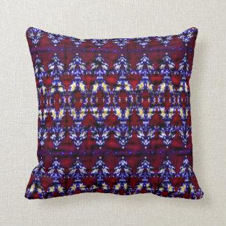 Modelo colorido de la alfombra almohadas