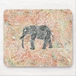 Modelo colorido de la alheña del elefante tribal alfombrillas de ratón