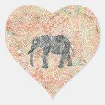 Modelo colorido de la alheña del elefante tribal pegatina en forma de corazón