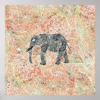 Modelo colorido de la alheña del elefante tribal póster
