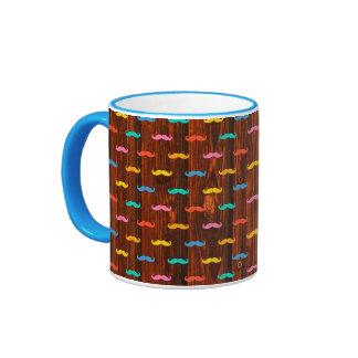 Modelo colorido de la diversión de los bigotes fre taza