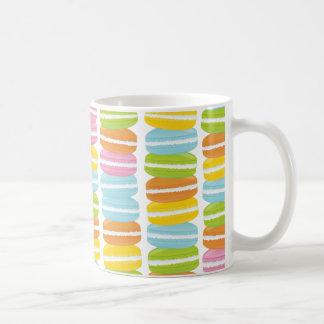 Modelo colorido de la pila de Macarons Tazas