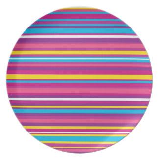 Modelo colorido de la raya platos