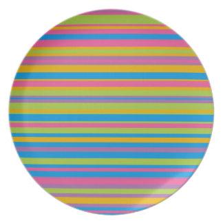 Modelo colorido de la raya platos de comidas