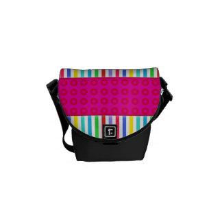 Modelo colorido de las rayas de los lunares de las bolsa de mensajeria