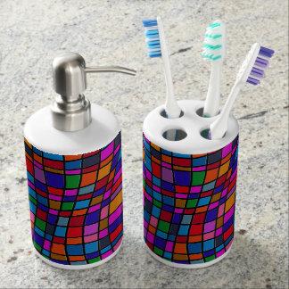 Modelo colorido de las tejas de mosaico de la set de baño