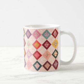 Modelo colorido de las telas taza básica blanca