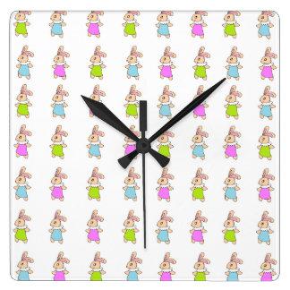 Modelo colorido de los conejitos de Maisy Relojes De Pared