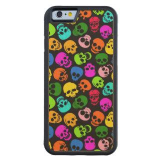 Modelo colorido de los cráneos en negro funda de iPhone 6 bumper arce