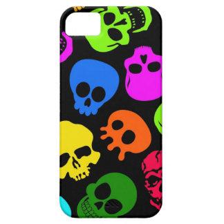 Modelo colorido de los cráneos en negro iPhone 5 carcasa