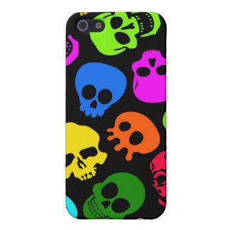 Modelo colorido de los cráneos en negro iPhone 5 funda