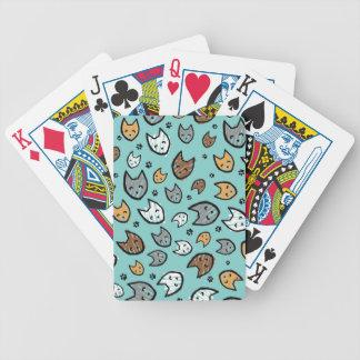 Modelo colorido de los gatos y de las patas en tru baraja cartas de poker