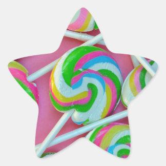 Modelo colorido de los lollipops pegatina en forma de estrella