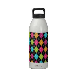 Modelo colorido del argyle botella de beber
