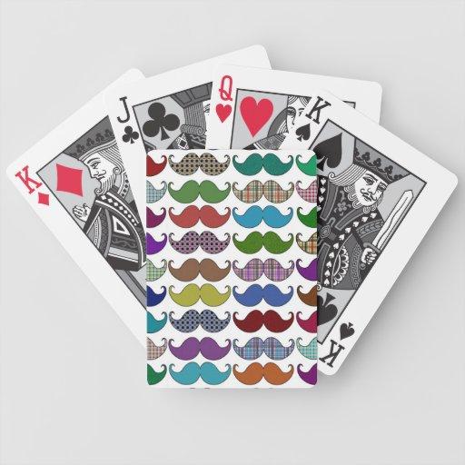 Modelo colorido del bigote baraja cartas de poker