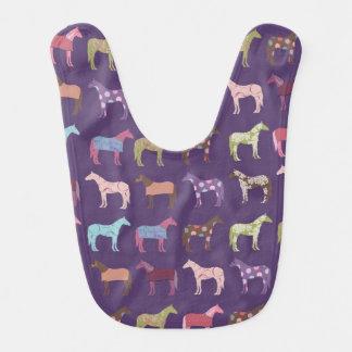 Modelo colorido del caballo baberos para bebé