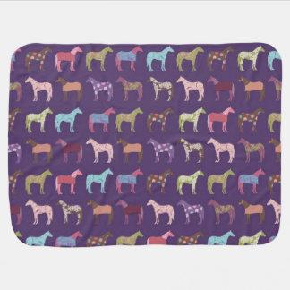 Modelo colorido del caballo mantitas para bebé