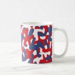 Modelo colorido del camuflaje taza de café